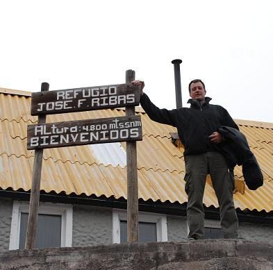 The sign marking the altitude of the refugio Jose Ribas.