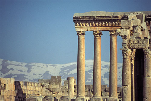 http://geopolicraticus.files.wordpress.com/2009/05/baalbek.jpg