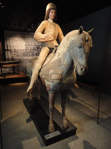 A wooden equestrian statue from the Gotlands Museum.