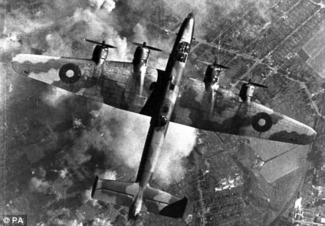 متطلبات طائرات القصف الإستراتيجي Lancaster-over-target