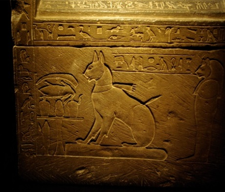 Sarcophagus_of_Prince_Thutmose's_cat_by_Madam_Rafaèle